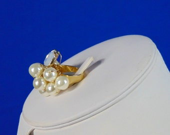 Cluster pearl and gold ring