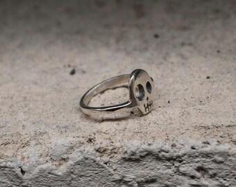 Skull ring medium size in Silver