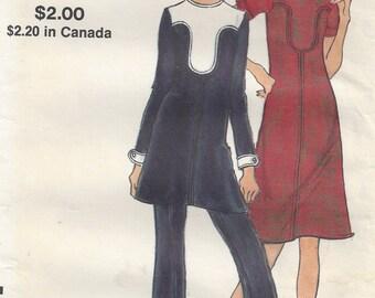 1970's Vogue 8130, Tunic, Dress, Colour Blocking, Back Zipper Pants, Miss Petite Size 10, Bust 32, Vintage Sewing Pattern, UNCUT