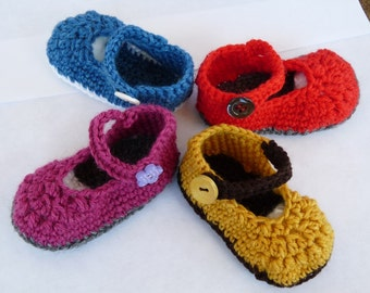 Baby shoes in wool hand-made