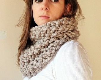 Bulky Knit Cowl in Fawn