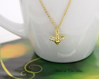 Bee Necklace, Tiny Bee Necklace, Gold Plated Bumble Bee Necklace, Honey Bee Necklace, Gold Plated Enamel Bee Charm Necklace, Causal Necklace