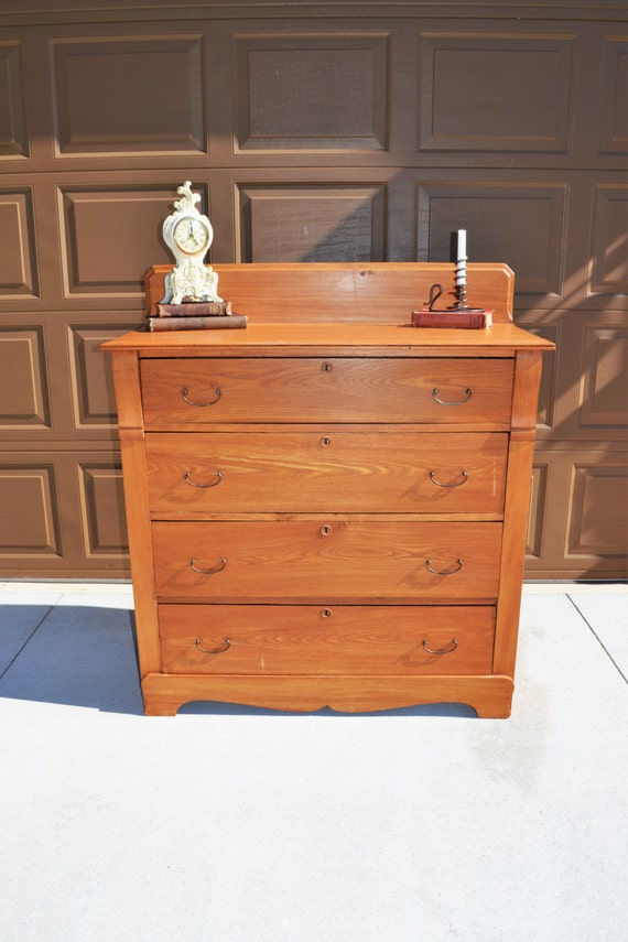 Antique oak dresser early 1900 39 s oak bureau with bail for Bureau hardware