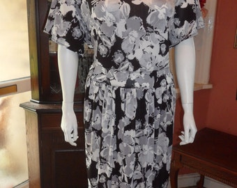 Super Size Plus Size Stunning Empire-line Dress Size  UK 34/36