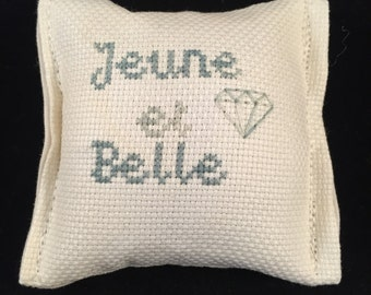 Jeune et Belle (Young and Beautiful) Drawer Sachet, Vanilla Scented