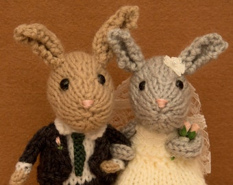 Bride and Groom bunny rabbits, wedding rabbits, wedding cake topper, cheese tower topper, knitted rabbits