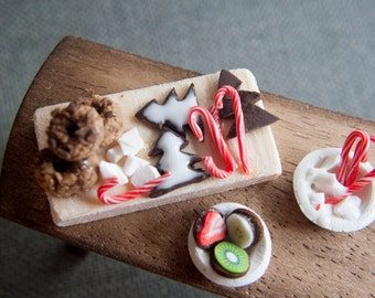 Miniature Christmas food, ginger bread, cookies, candy canes 1:12  - Dollhouse miniature