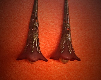 Trumpet flower earrings, lucite earrings, acrylic trumpet flower earrings