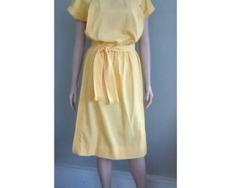 Vintage Homemade Yellow Day Dress – Short Sleeve, Knee length, Crew Neck, Belted, House Dress. Medium or Large