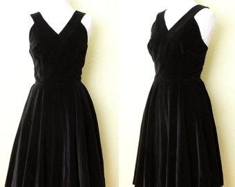 1960s Dress- Anne Fogarty Black Velvet with Partial Circle Skirt and V-Neck