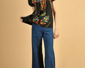 Vintage 1970's Embroidered MexicanHippie Blouse