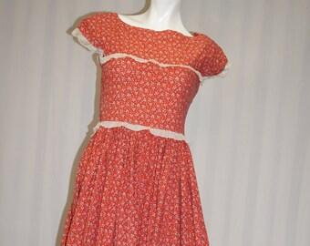 Hand Sewn 1950's House Dress / Vintage 50s Dress / 1950 prarie house dress / 1950's housewife / 1950's homemaker / 50's costume dress