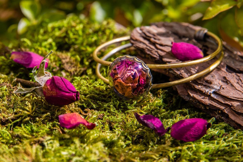 Bracelet p tales de rose fleurs naturelles sech es boho - Petales de roses sechees ...