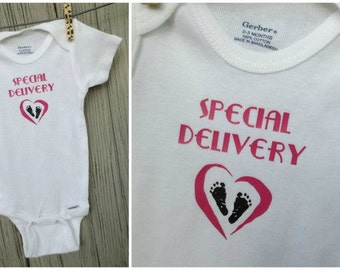 "Newborn, Infant Onesie, Bodysuit. White w/ Pink or Blue Lettering & Heart. ""Special Delivery"" and Footprints.New Baby Shower Gift 0-3 Months"