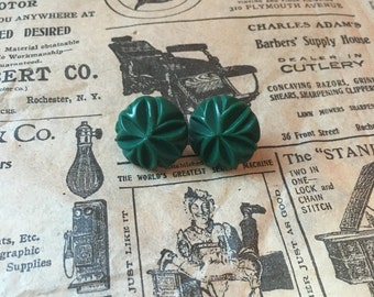Carved earrings in forest green - Authentic 1940's vintage bakelite reproduction