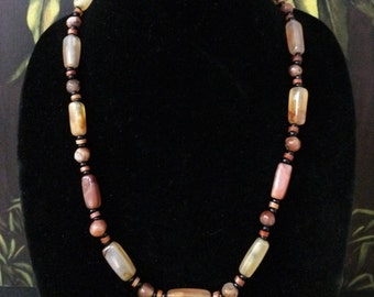 21'' Carnelian and Agate Bead Necklace.