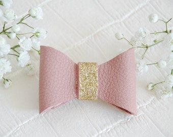 Brooch in pink old leather and glitter gold