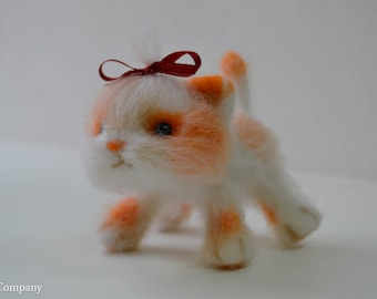 Needle felted cat Felted toy Felted animal toy Animal figure toy White and orange cat toy Dry felting toy Wool cat Bridal gift for her
