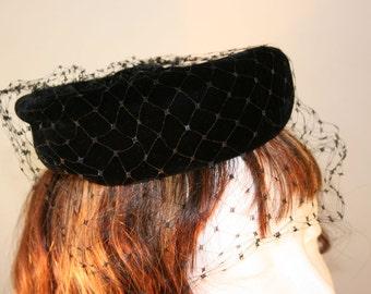 1940s Black Velvet With Netting Fascinator