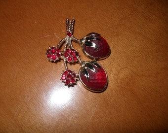 Sarah Coventry Strawberry Burst Brooch
