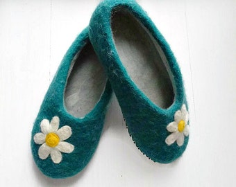 Merino Wool Slippers Felted Clogs Women Slippers Teal Slippers Flower Slippers Winter Slippers Eco Slippers House Shoes Handmade Slippers