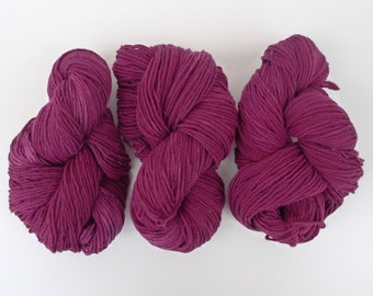 Wool yarn hand dyed with natural dyes - Violet