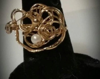 Goldwrapped Ring with Freshwater Pearl