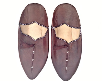 Moroccan Leather Slippers. Brown Leather Babouches. Babouches Slippers. Dark Brown Slippers. Leather Slippers. Babouches Cuir Marron.