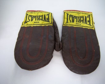 Vintage Boxing Gloves, Everlast #4308, Well Used, Man Cave Display, Sporting Equipment, Vintage Boxing Gloves