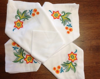 Set of 4 Embroidered Napkins (Flowers)