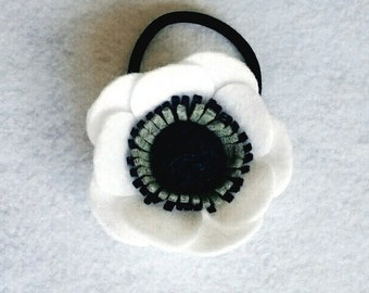 Felt Anemone Hair Tie - White + Navy