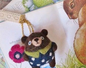 Little Bear in Dot Clothing   l    Accessory