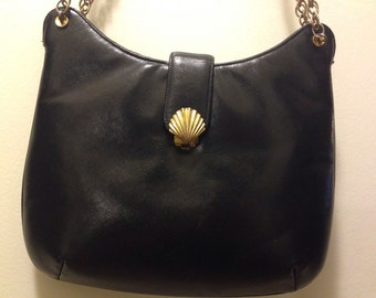 Vintage Black & Gold Chain Purse With Shell Closure