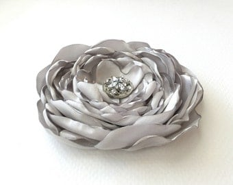 Silver Flower Hair Clip.Gray Flower Brooch.Pin.Silver Grey Hair Accessory.Corsage.Light Gray.Grey.Light Grey.Silver.Silver Gray.satin flower