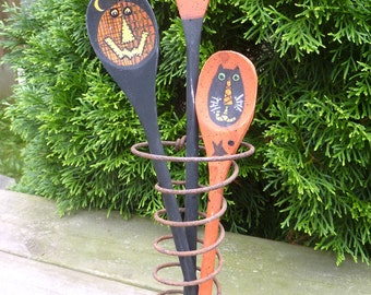 3 Hand Painted Primitive Halloween Wooden Spoons. Pumpkin or Jack-o-lantern, Candy Corn, Black Cat.   Purchase with or Without Rusty Spring.
