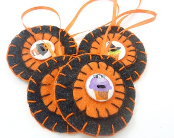 4 Handmade Buttons Primitive Halloween Penny Rug Ornaments. Halloween Cupcake Button Decorations.