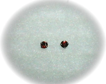 3mm Red Garnet Gemstones in 14k White Gold Stud Earrings