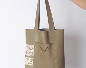 Leather tote bag in taupe, with white lace trim, light brown leather bag