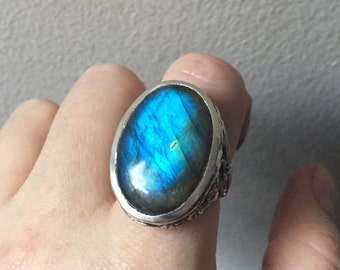 Labradorite and Sterling Silver- Serpentine Leaf Ring