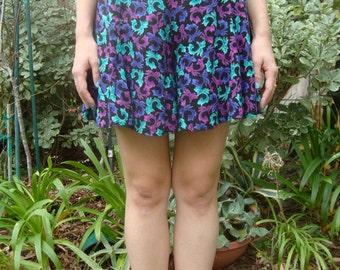 Vintage Foliate Print Flowy High-Waisted Shorts S