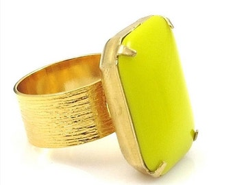 Chartreuse Ring, Chartreuse and Gold Ring, Vintage Chartreuse Glass Ring, Vintage Ring,Statement Ring