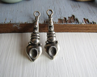 Antiqued silver pendant, ethnic ornate design, metal casting drop, silver plated antiqued / pewter tone 40mm ( 2 pcs ) 6As430