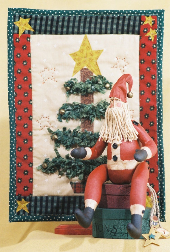 Mailed Cloth Doll Pattern - 15in Christmas Santa & Quilt Display
