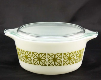 Square Flowers (Verde) Pyrex Cinderella Casserole Dish - White with Olive Green Square Flowers - Medium 1.5 Quarts #474-B