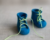 Baby crib booties Laced up woolen newborn baby boots Felted shoes for children Indigo cobalt blue wool booties Gender reveal gift box