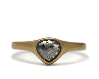 Tear drop black diamond ring   18k gold