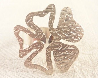 SALE --- Vintage Size 6.25 Textured Sterling Cutout Flower Petals Ring