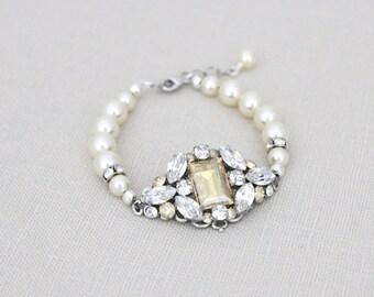Bridal bracelet, Bridal jewelry, Wedding bracelet, Wedding jewelry, Pearl bracelet, Cuff bracelet, Swarovski bracelet Vintage style bracelet