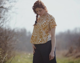Bicolor yellow moon print and white viscose and cotton Blouse, kimono sleeves, open on the back