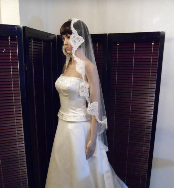 Mantilla Wedding Veil with Beaded French Alencon Fingertip, Bridal Veil White or Ivory